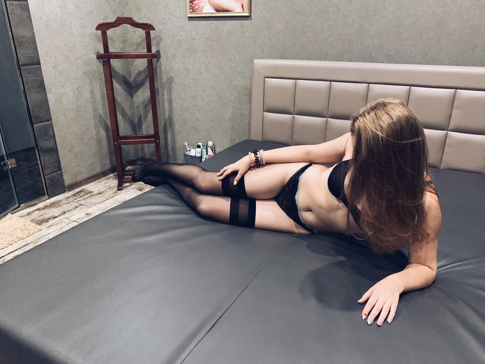 Красивая массажистка салона Эгоист в Днепре Оля
